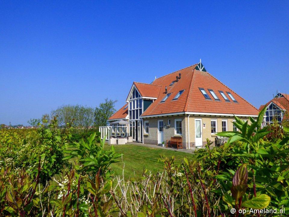 Buitenaanzicht Villa Ahoy